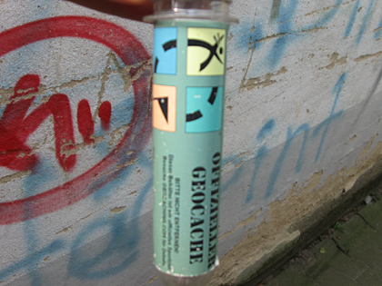 Geocaching - Petling vor Graffiti Wand